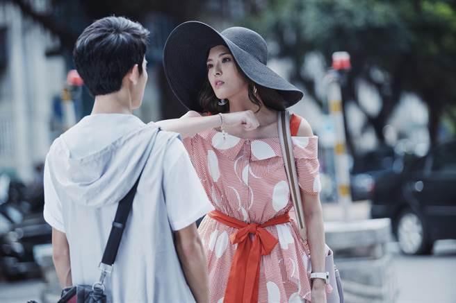 黃沐妍被狂粉尾隨 曝初戀毀在爸手裏(HBO Asia提供)