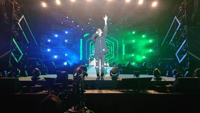 台南市政府舉辦的「嘻哈搖滾夜」9日晚間6時開唱,首組藝人G5SH熱場。(程炳璋攝)