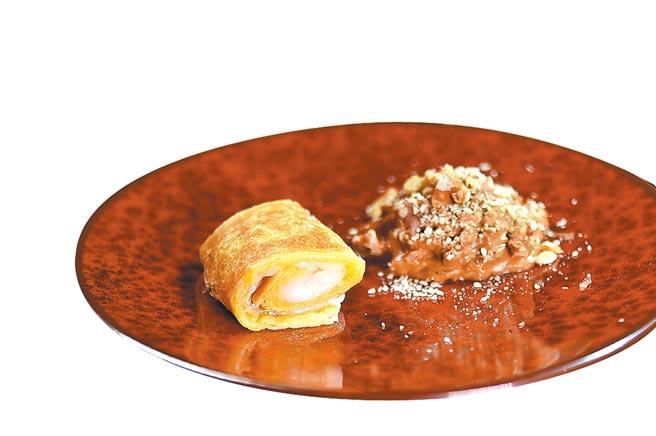 套餐甜點是以鐵板煎製酥皮捲麻糬,搭配芝麻榛果醬。圖/姚舜