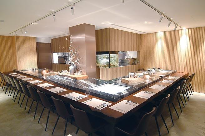 位在台北市敦化北路宏國大樓後巷內的〈WILL'S TEPPANYAKI〉,座位數有限,經營型態有點類似私廚。圖/姚舜