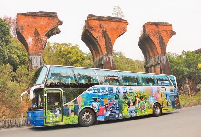全台最大租車旅遊集團e-go,8日開通苗栗觀光巴士3路線,與三義鐵道自行車合作,盼創造民間業者與遊客雙贏。(巫靜婷攝)