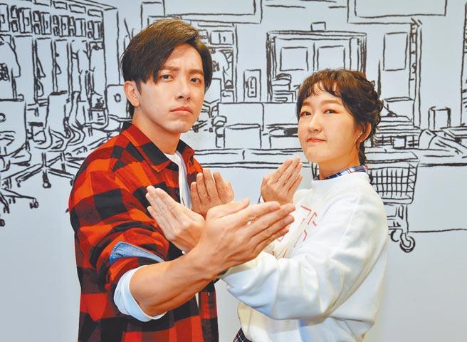 巴鈺(右)、坤達一起主持《比賽開始》。(衛視中文台提供)