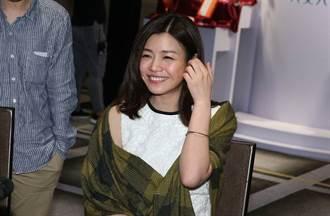 野生陳妍希冷天穿短裙 頂高馬尾美露長腿根本少女