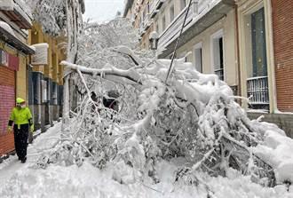 西班牙半世紀最大降雪釀3死 2500駕駛受困