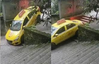 陸小黃意外開進樓梯窄巷 司機一招自救網驚:什麼破路都能開