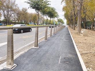 自行車道鐵欄杆 遭批不符城市美學
