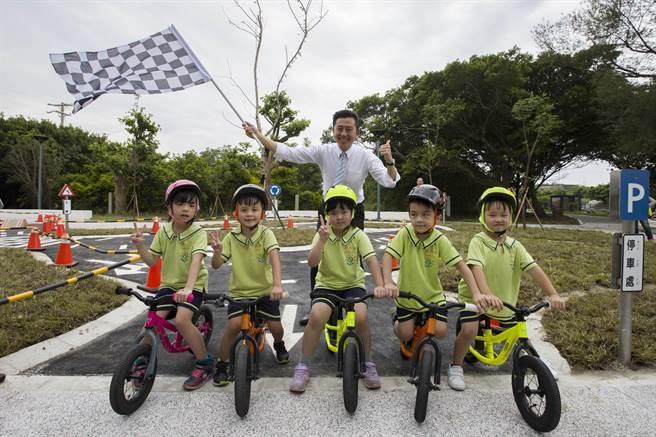 新竹市政府於台68線高架橋下打造占地4500平方公尺、專屬兒童的Pushbike滑輪公園,預計在農曆春節前完工啟用。(新竹市政府堤供/陳育賢新竹傳真)