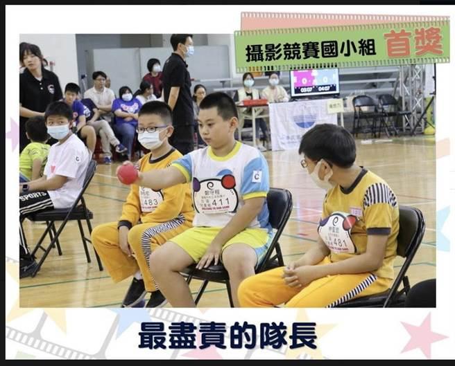 四年級學生葉又嘉以「最盡責的隊長」,獲攝影競賽國小組首獎。(基隆市政府提供/陳彩玲基隆傳真)