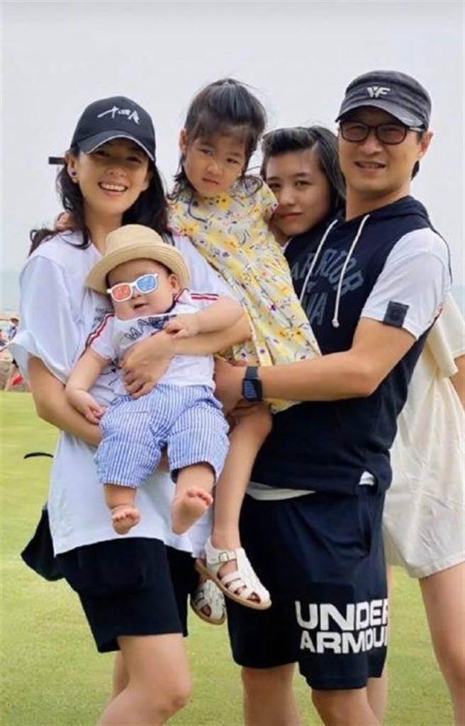 章子怡2015年喜成人妻,展开家庭生活。(图/微博@章子怡)