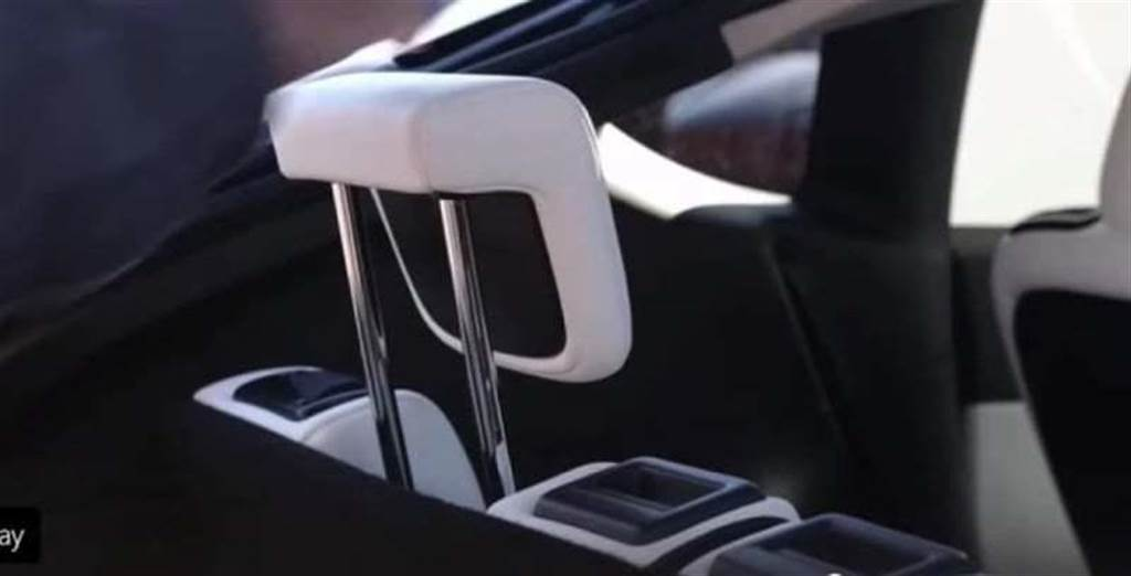 可升降的第三排座椅頭枕