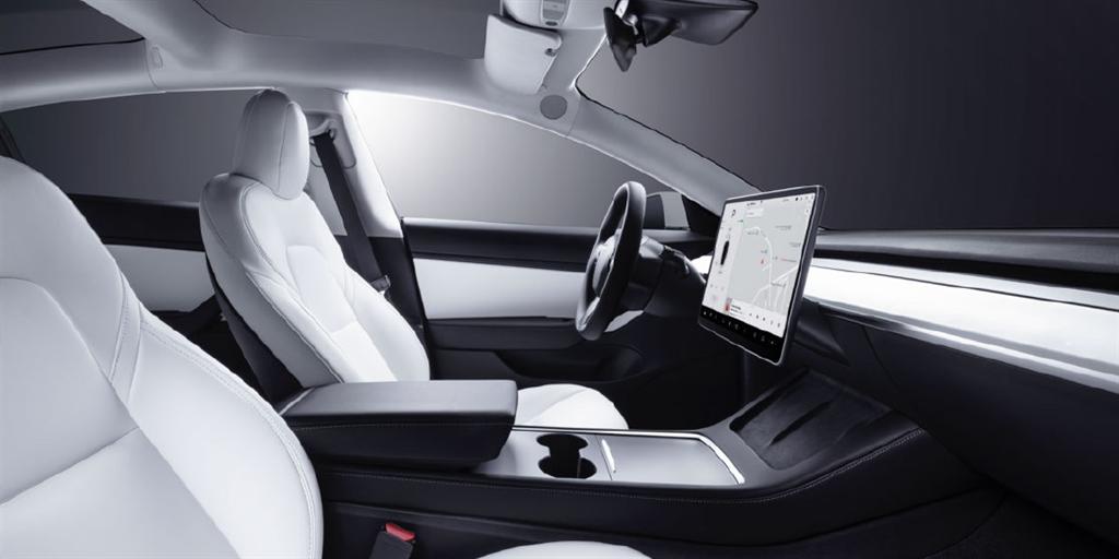 南臺灣首座 Tesla Center 高雄服務體驗中心開幕,Model 3 白色內裝現貨車首次限量開放!