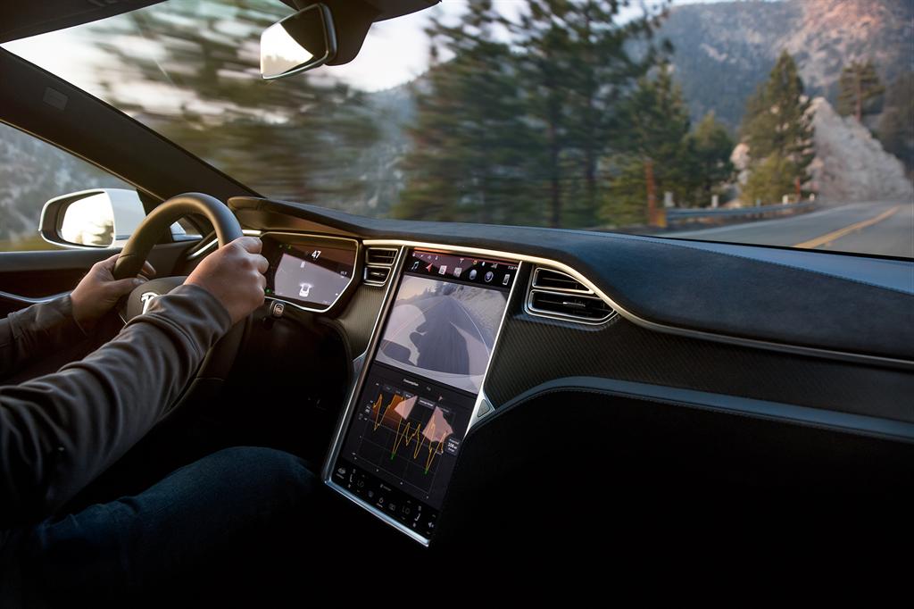 NHTSA:246 起 Tesla 意外加速事故都是由駕駛踩錯踏板所造成的