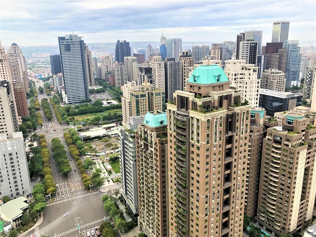 2020年台中市買賣移轉棟數共計4萬8,623棟、年增幅達11.9%。(葉思含攝)