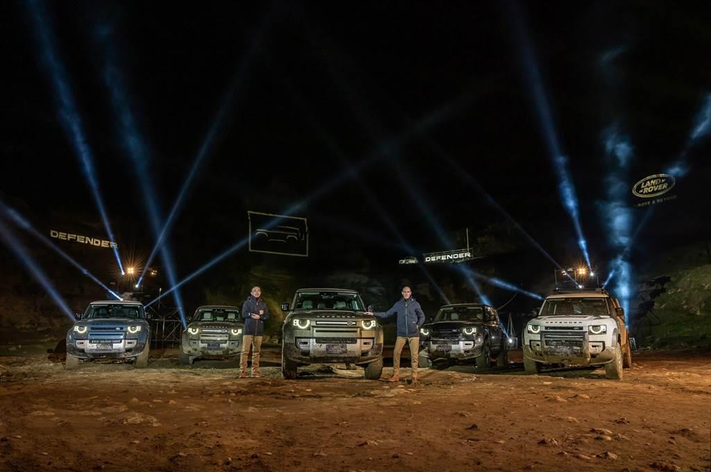 Land Rover今日推出大改款Defender,圖為Jaguar Land Rover Taiwan台灣捷豹路虎總經理Garth Turnbull(右)與品牌總監張君維(左)。