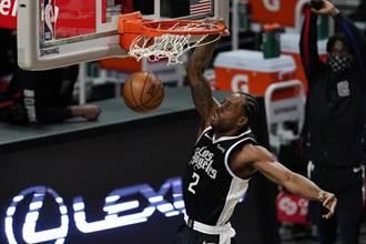 NBA》里歐納德跨過萬分里程碑 率領快艇逆斬公牛