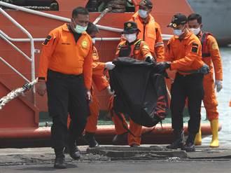 印尼搜救墜海客機  尋獲16個屍袋人體殘骸