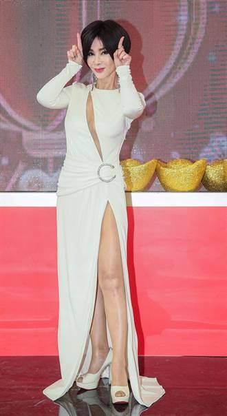 不畏10度低溫錄節目 64歲陳美鳳火辣打扮曝超驚人身材