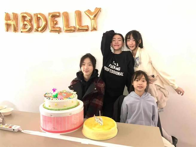 小S發文慶祝大女兒15歲。(圖/翻攝自臉書)