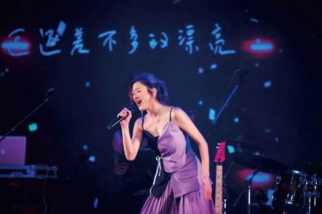 出道前林逸欣曾是小提琴手,能演、能唱又會多種樂器,已推出多張音樂作品的她也辦過演唱會。(圖/翻攝自林逸欣臉書)