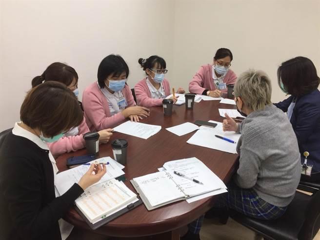 在疫情嚴峻下,為讓關島病人來台就醫,中國附醫國際醫療中心多次召開跨部科醫療及防疫會議。(中國附醫提供/馮惠宜台中傳真)