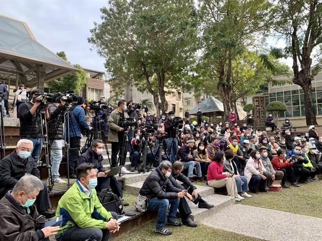 現場有大批文史工作者、民眾到場聆聽、支持。(李宜杰攝)