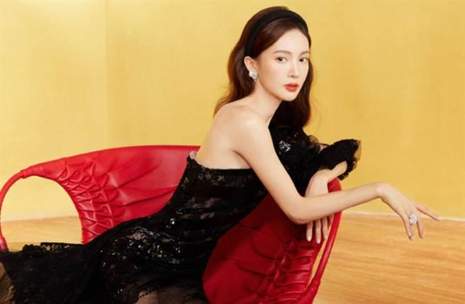 30歲大陸女星金晨擁有美艷臉蛋及171cm姣好身材。(圖/摘自微博@金晨工作室)