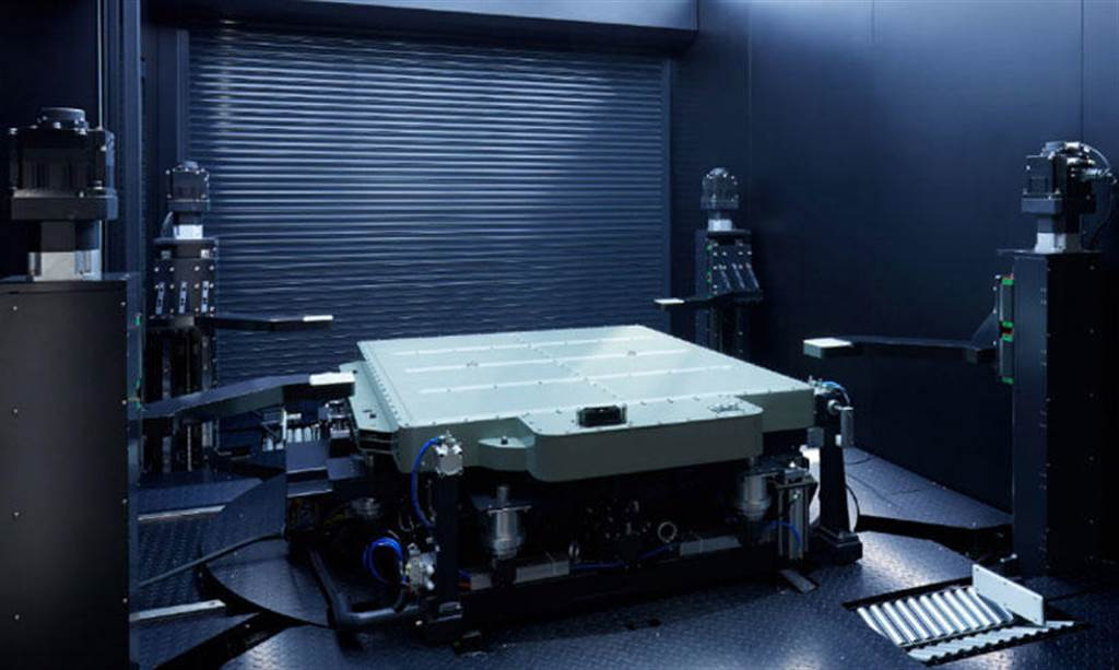 蔚來 ET7 霸氣宣示「Model Y 就值那個錢」:特斯拉想做電動車界的福特,我們是賓士頂級車!