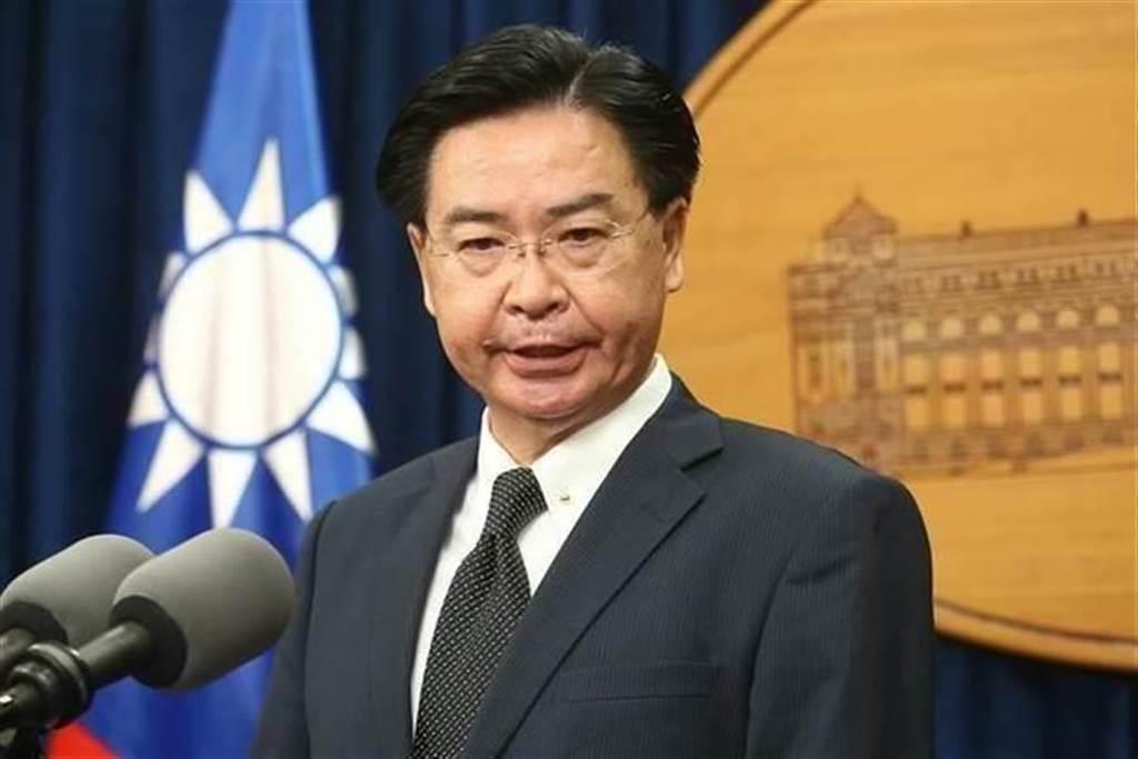 外交部長吳釗燮呼籲各國支持台灣「自由鳳梨」,前立委林正杰狂酸,是否還有民主的芭樂、人權的萊豬?。(本報系資料照片)