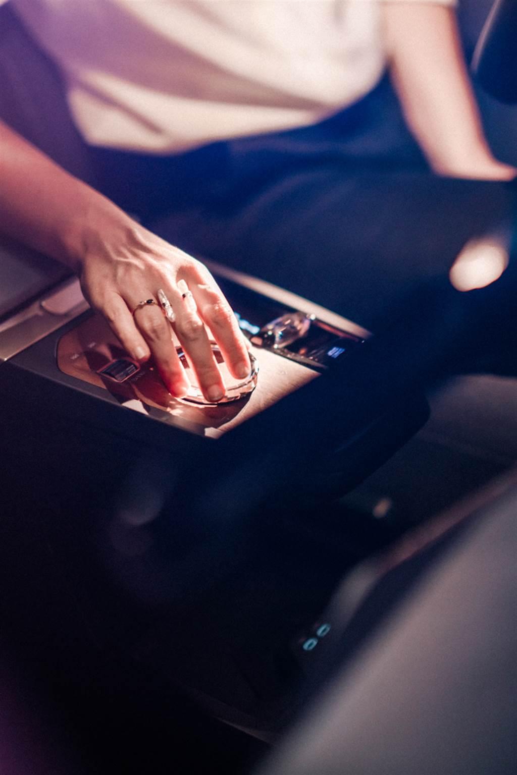 迎合未來數位化用車趨勢 BMW於CES 2021發表新世代iDrive系統與螢幕科技