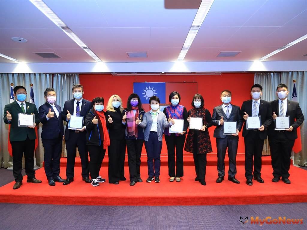 提升不動產業服務品質 盧秀燕頒獎表揚優良地政從業人員(圖/台中市政府)