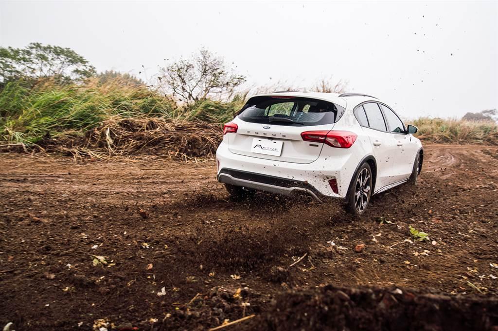 若非親自體驗,絕對想不到前驅車也能這樣玩泥巴。