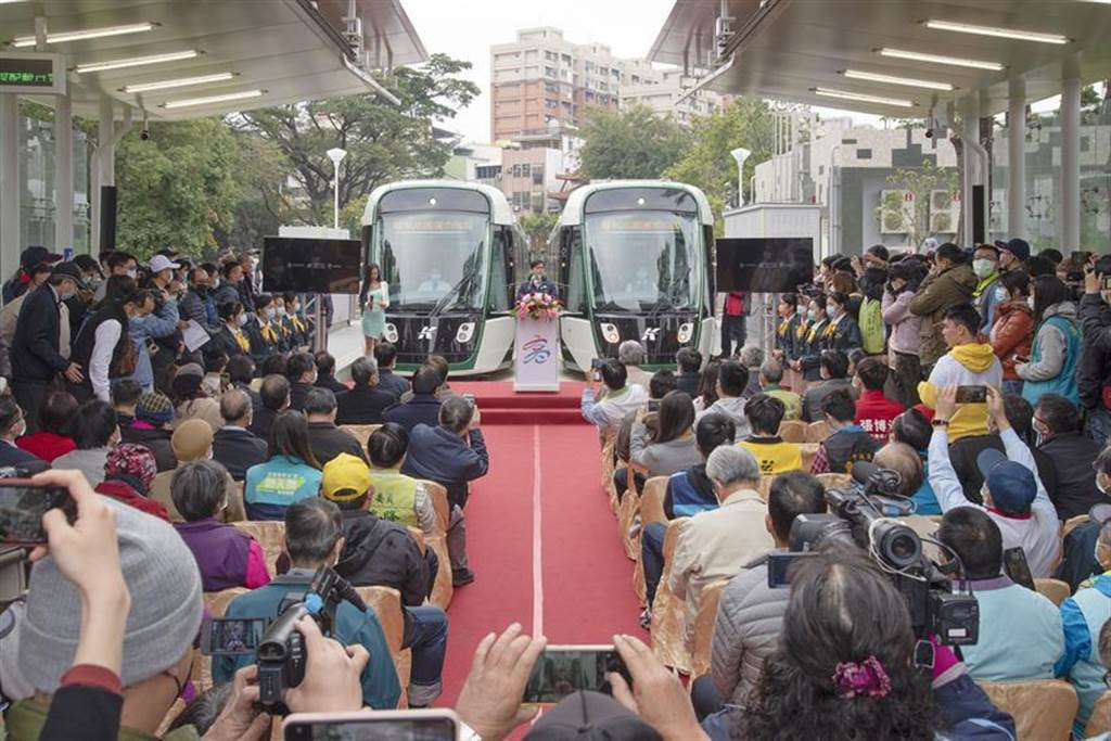 高雄輕軌大南環段12日開始試營運,全線至2月28日為止,全部免費搭乘。(圖/高雄捷運局提供)