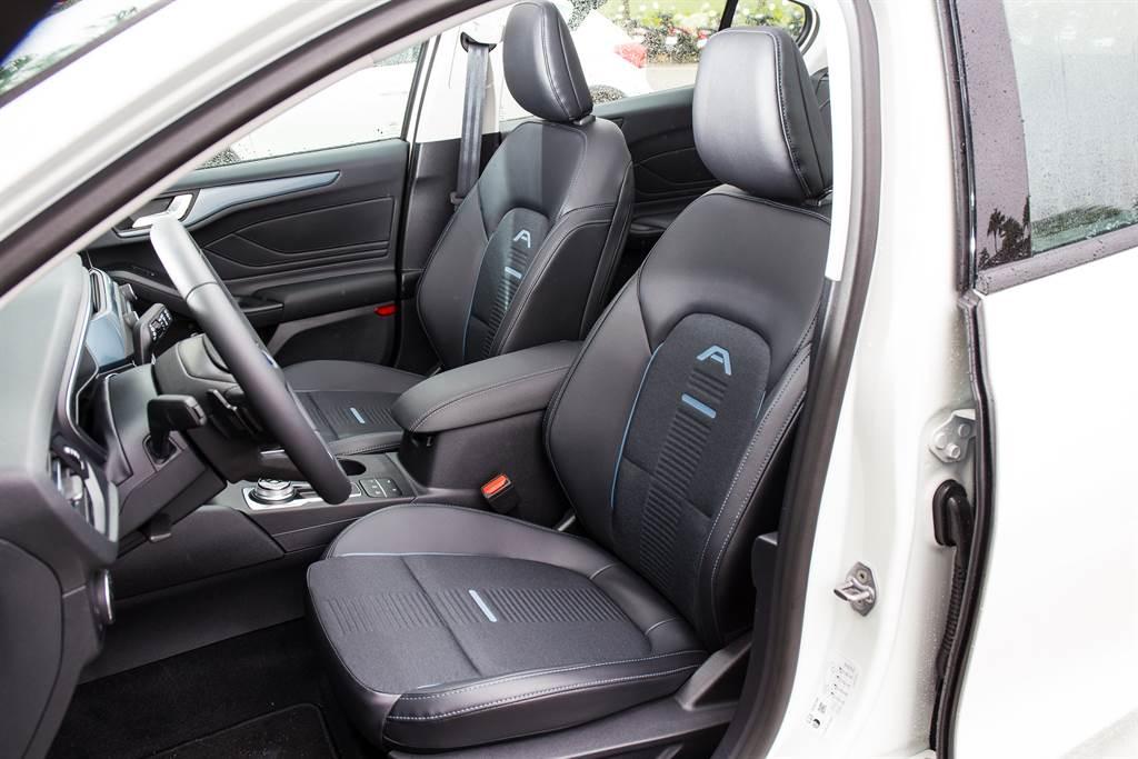 試駕的任性版車型配備與五門ST-Line Lommel車型相同,駕駛座標配八向電動調整。