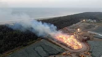 南市環保局垃圾掩埋場大火延燒逾10小時 出動直升機灑水