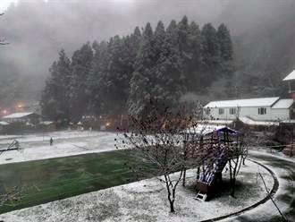 竹縣尖石後山今又下雪 3校停課