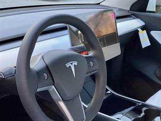 加熱方向盤與前後加熱座椅已成為 Model Y 標準配備,連 SR 入門版也有