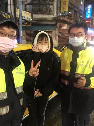 寒風大雨中 金山警協助少女找回手機