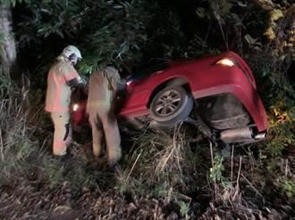 台南新化轎車衝出邊坡險墜谷 駕駛落跑女乘客被救出