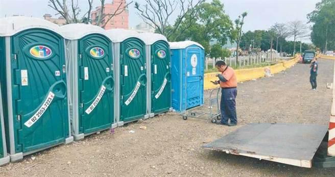 由於沒有廠商來報價、投標,新北各區公所只好撤除區內流動廁所。(圖/資料照片)