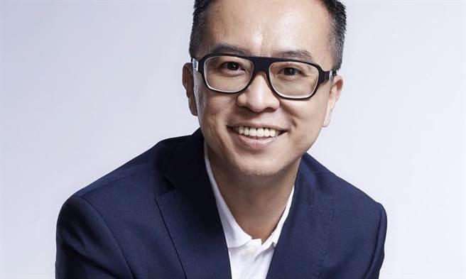 黃子哲》林鶴明副秘像極了克拉芙特的小秘?!(照片來源:作者臉書)