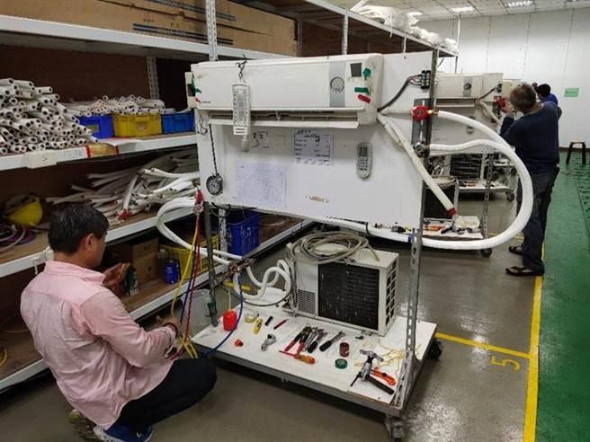 北市職能發展學院首開「冷凍空調工程師班」,辦理「冷凍空調技術職業訓練課程」。圖/台北市勞動局提供