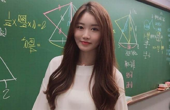 南韓有名漂亮的數學老師紅到台灣。(圖/IG@ im_ssong1201)