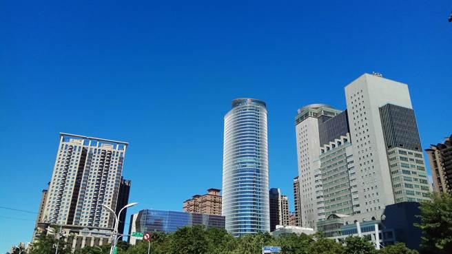 新北市自2021年起為細懸浮微粒二級防制區,成為符合空氣品質標準之區域,已提前完成階段性目標。(新北市環保局提供)