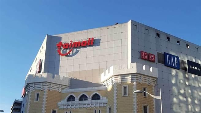 台茂購物中心稍早臨時宣布,為配合消毒作業今日營業至下午14時。(圖/記者姜霏攝影)
