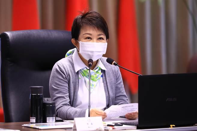 台中市長盧秀燕在市政會議感謝市府同仁及市民努力,讓環保日漸進步,獲得佳績。(盧金足攝)