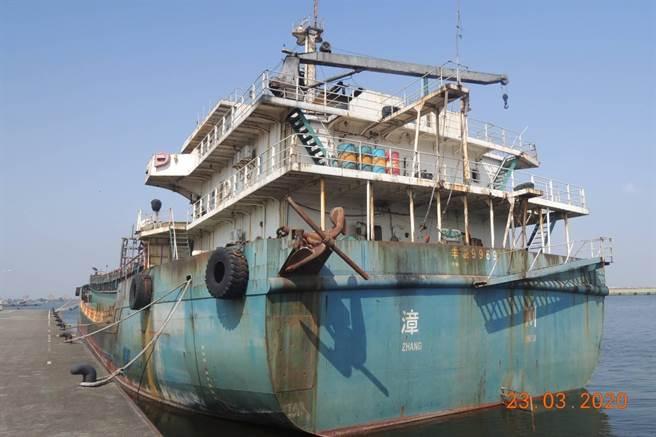 盜採海砂大陸籍「長鑫36號運砂船」,5139萬元溢價法拍出。(澎湖地檢署提供/陳可文澎湖傳真)