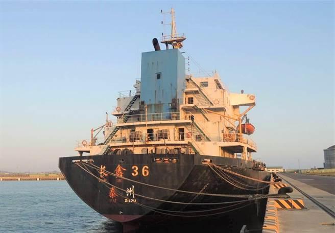 大陸籍「豐溢9969號抽砂船」以2200萬元法拍出。(澎湖地檢署提供/陳可文澎湖傳真)