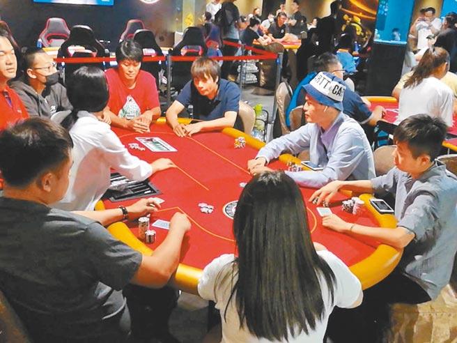 圖為2018年時「台灣華人德州撲克競技協會」台中分會成立,舉辦全國性的積分賽吸引全台高手競技。(本報資料照片)