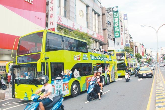 台南雙層觀光士調整營運模式後,大幅提升營運量能。(南市府交通局提供/洪榮志台南傳真)