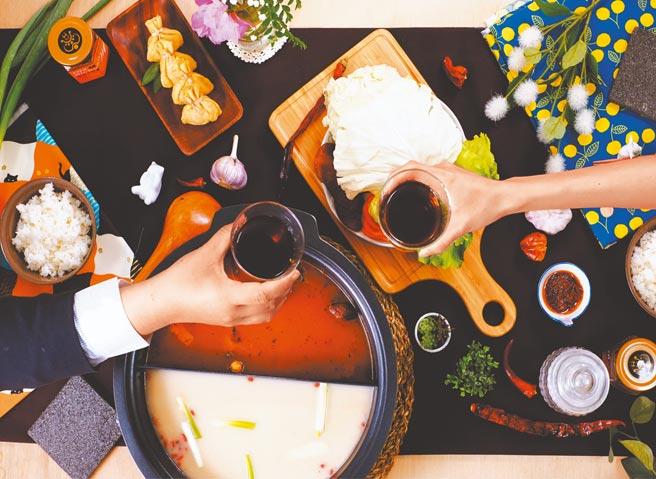 Yahoo奇摩購物中心的老四川雙味鴛鴦湯底,原價649元,20日前特價520元。(Yahoo奇摩購物中心提供)
